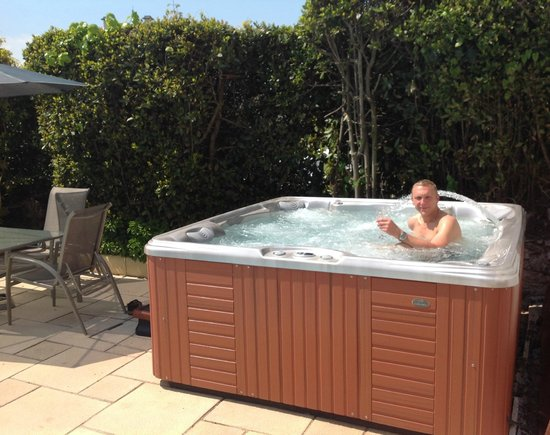Riviera Lodge Hotel Torquay: New for 2014 our hot tub