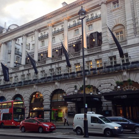 Le Meridien Piccadilly: Hotel exterior