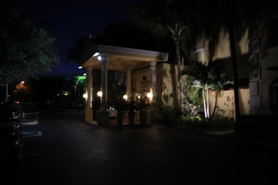 Homewood Suites by Hilton - Bonita Springs : Hotel entrance.