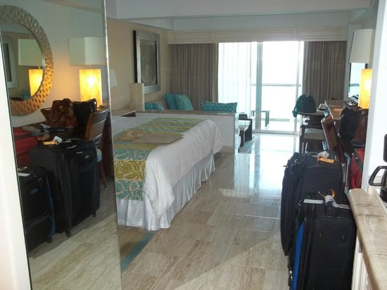 Grand Fiesta Americana Coral Beach Cancun: Grand Club Oceanfront Room with balcony