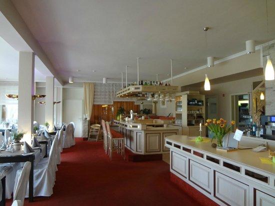 Seehotel Schwanenhof: Restaurant with bar