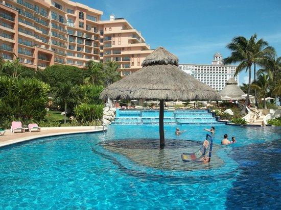 Grand Fiesta Americana Coral Beach Cancun : Large pool area
