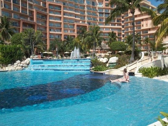 Grand Fiesta Americana Coral Beach Cancun : Another large pool