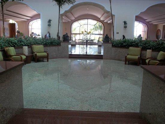 Grand Fiesta Americana Coral Beach Cancun : Elegant lobby.