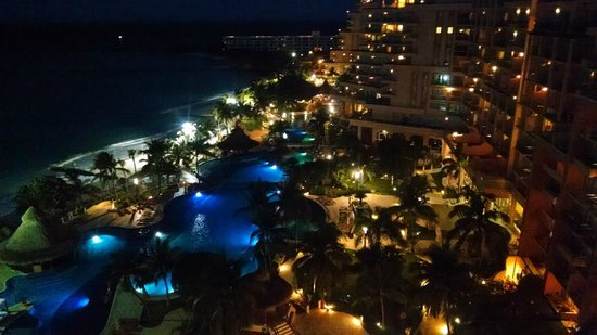 Grand Fiesta Americana Coral Beach Cancun : View from our room at night