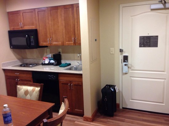 Homewood Suites Rochester - Victor: Kitchen/Entry way