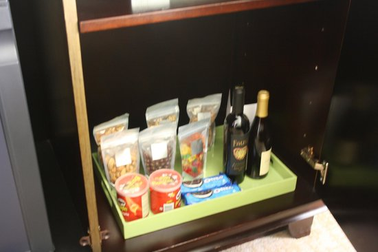 Huntley Santa Monica Beach: minibar