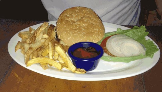 Cafe Agua Azul: A very ordinary, sloppily presented hamburger