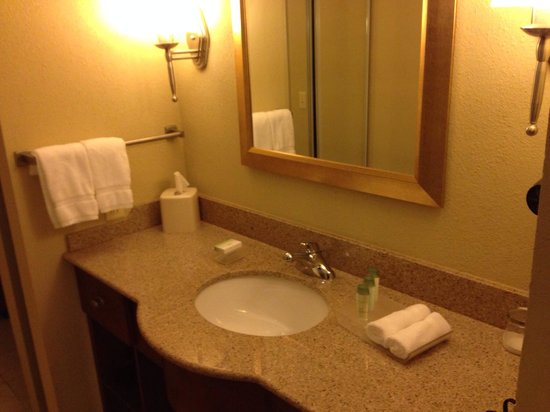 Homewood Suites Rochester - Victor: Bathroom next to the bed