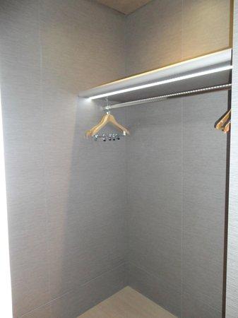 Crowne Plaza Hotel Verona - Fiera: Walk-in closet in Junior Suite