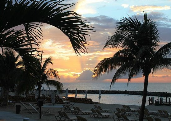 Sandals LaSource Grenada Resort and Spa : Sunset over the beach