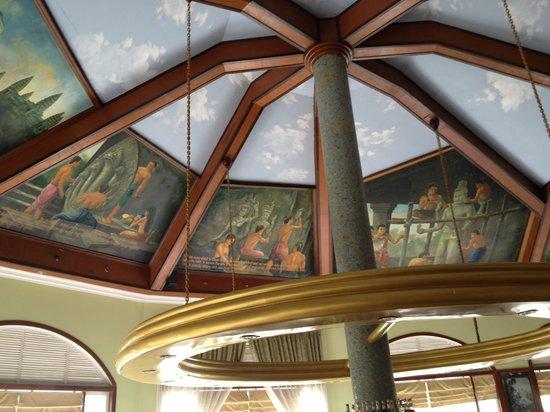 Ta Prohm Hotel: Breakfast room ceiling