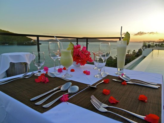 Busuanga Bay Lodge : Sunset & Romatic Dinner set-up for our Wedding Anniversary!