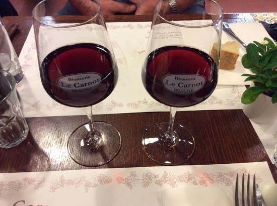 Brasserie Le Carnot: verre du vin