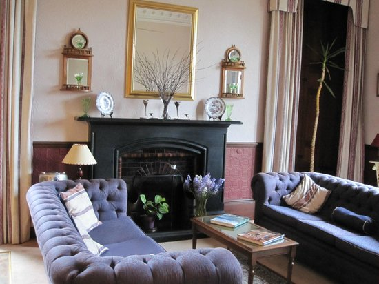 Rowallan House: Lounge