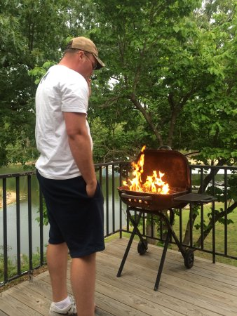 Candlewyck Cove Resort: Grilling on our private patio in the Spruce suite.