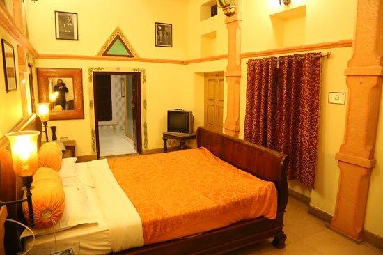 Krishna Prakash Heritage Haveli : Inside of a room