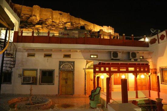 Krishna Prakash Heritage Haveli : View of the Mmehrangarh Fort and rooms of the haveli