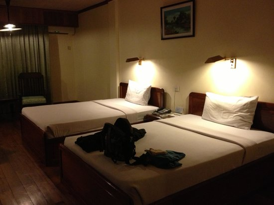 Ta Prohm Hotel: First floor room