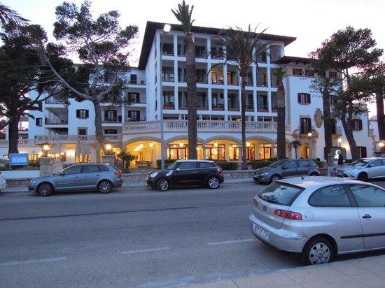 Hoposa Uyal Hotel: Hotel at dusk
