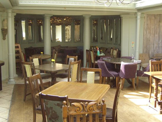 Windmill Clapham: Outer Dining Room