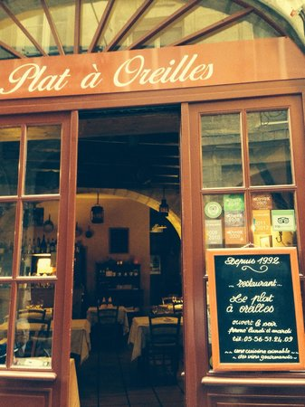 Le plat à oreilles : Recommended on TripAdvisor and a really cute place. We sat outside.