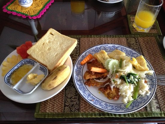 Ta Prohm Hotel: Example of breakfast