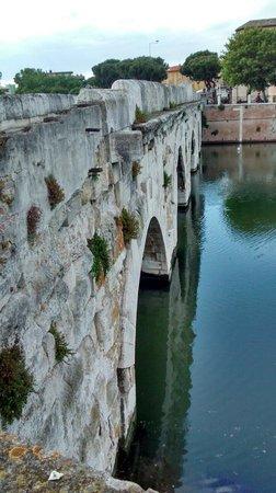 The Tiberius Bridge : Il ponte