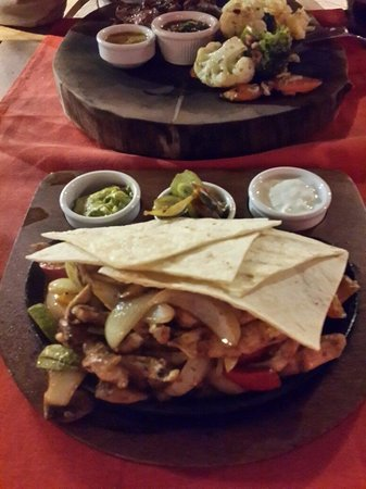 Jimmy Joker Steakhouse: Chicken fajita. Super.