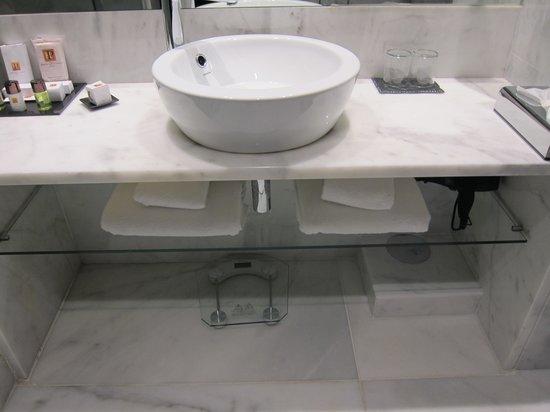 Hotel Santa Justa: Bathroom sink