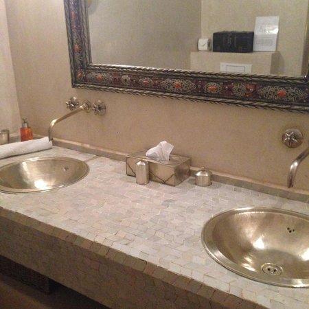 Riad Assakina : Merinid Suite bathroom