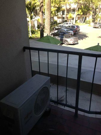 Hyatt Regency Newport Beach : A/C unit on my balcony!  Really!?!?