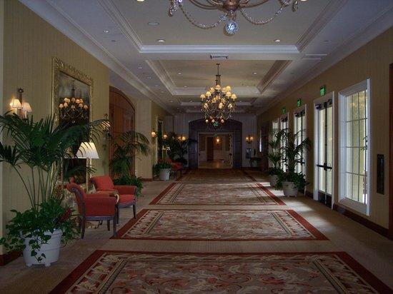 Balboa Bay Resort: Hall2