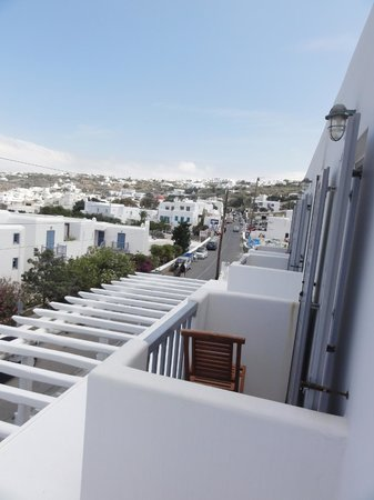 Adonis Hotel: Individual balconies