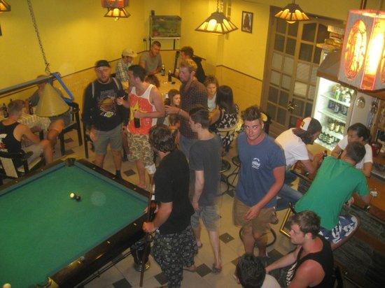 The Hangout Bar: Free pool table