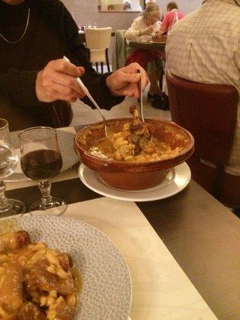 Hotel Restaurant du Lauragais: Le cassoulet, déjà entamé, preuve qu'il était bon !