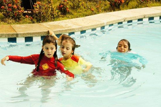 Portal Lencois Hotel: Piscina grande. As crianças adoram!