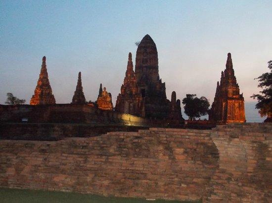 Temple of the Royal Restoration (Wat Ratchaburana)