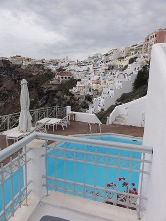 Athina Luxury Suites: View back at Fira from patio