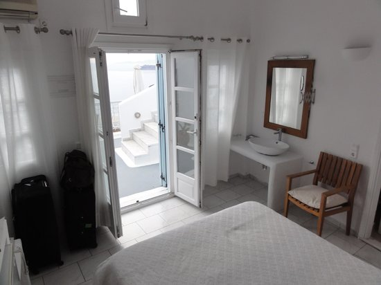 Athina Luxury Suites: View of double room from back corner looking outside