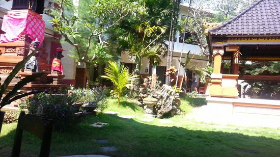 Billy Pendawa Homestay: Garden again
