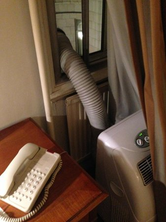 The Park Lane Sheraton Hotel: air conditioning extraction duct in your room