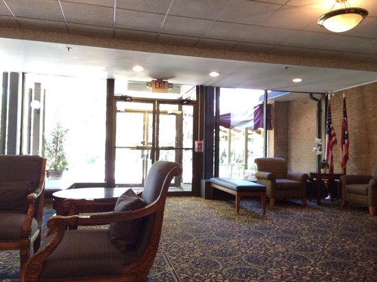 Oberlin Inn: The lobby - a very comfortable and welcoming space. The staff is extremely polite!