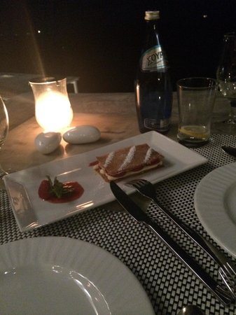 Apiron : Strawberry dessert