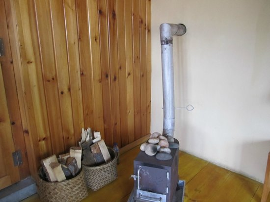 River Lodge: Wood Stove in Room