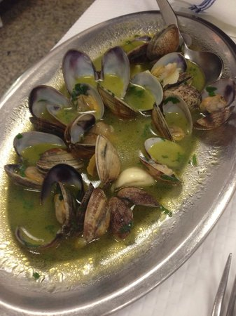 O Cacho Dourado: Mussels(starter), very salty ...