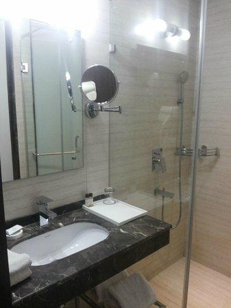 The Athena Hotel: Quality Bathrooms