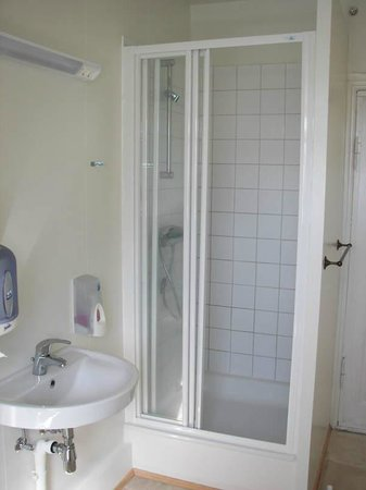 Salvation Army Guesthouse: Shower