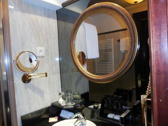 "Melia Royal Alma: cuarto de baño pequeño pero ""coqueto"""