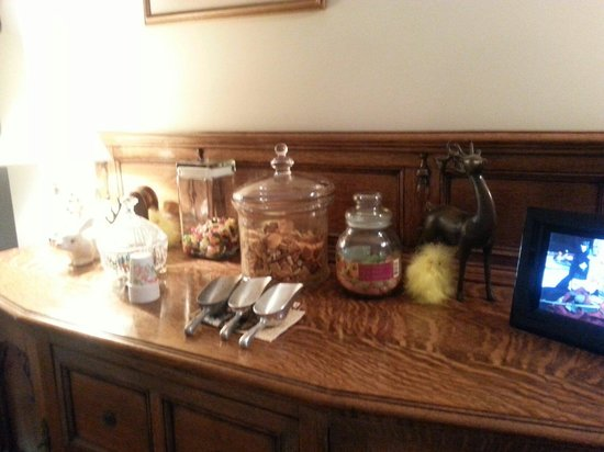 Biscuit Hill Bed & Breakfast Inn : Goodie bar to get you thu the night.